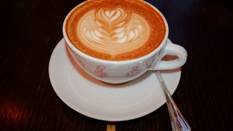 Quels sont les types de manifestations qu'on peut avoir autour d'un café?