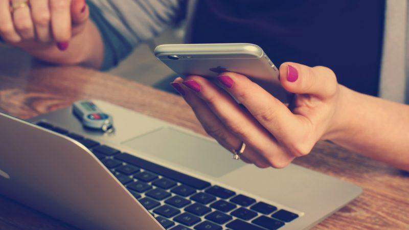 Les smartphones : Vos fidèles alliés aux paris sportifs en direct