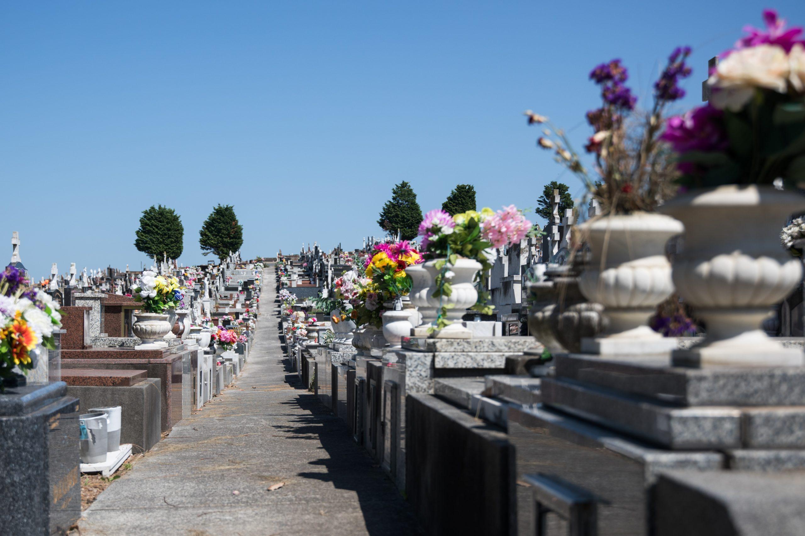 Faire appel à des prestataires en ligne pour la préparation des obsèques
